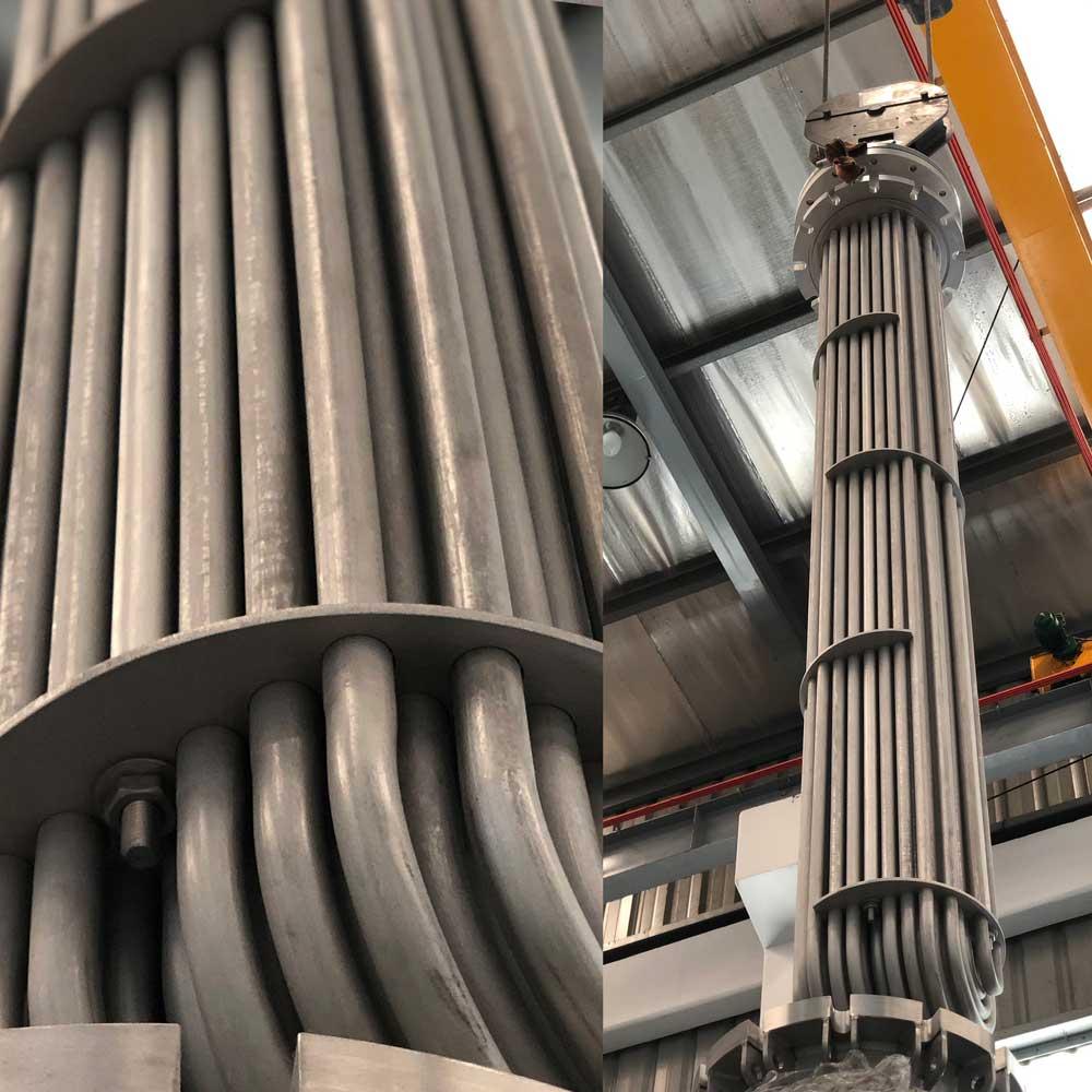Large bundled piping for chemical manufacturing / Đường ống lớn đi kèm để sản xuất hóa chất